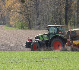 Traktor auf dem Feld